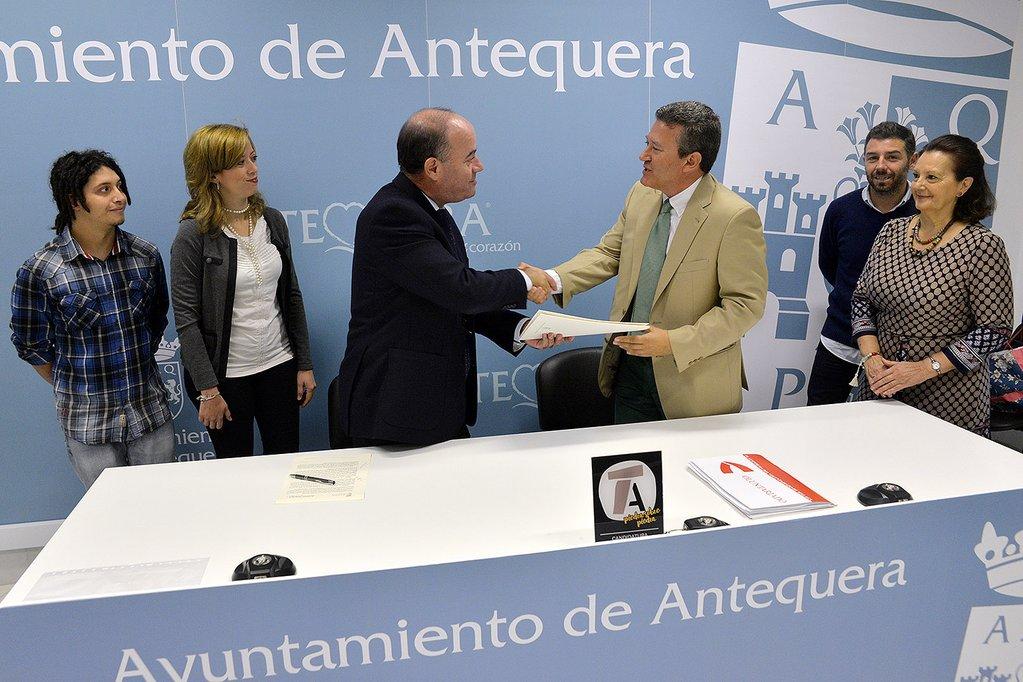 firma-convenio-de-colaboracion-ayuntamiento-antequera